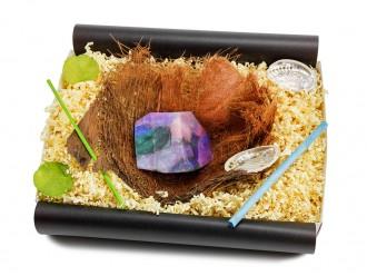 """Geschenkbox """"Opal"""" mit Bananenblatt und SoapRocks Kristallseife"""