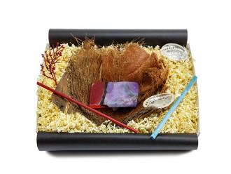 """Geschenkbox """"Feueropal"""" mit Bananenblatt (Kristallseife hilft gegen Akne) reinigende Geschenkidee"""