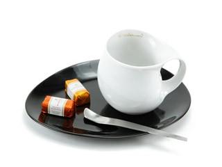 Luigi Colani Designer Kaffeetasse zweifarbig (Weißer Kaffeebecher + Schwarzer ovaler Untersetzer + Designer Löffel) Design Geschenkidee für Männer