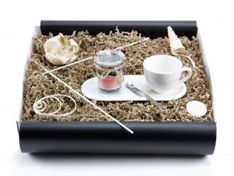 """Geschenkbox """"Heisse Liebe"""" Landtee - Beerenstark (Kaffeeset Cocina  + Landtee *Beerenstark* + Cappuccino Designer Löffel) Designgeschenk"""