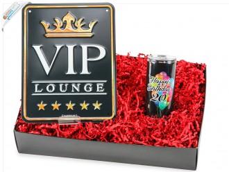 """Kleines Geburtstagsgeschenk Set """"Runder Geburtstag 20"""" (Secco Bianco Geburtstagsdose zum 20 Geburtstag + Blechschild - VIP Lounge) von ideas in boxes"""