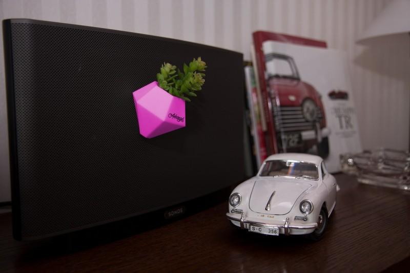 BØK – Minivase mit Magnetbefestigung pink