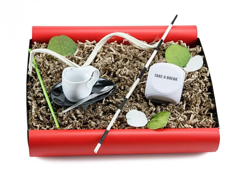 Geschenkbox 'take a brake' mit kleiner Espressissimotasse Tasse (Luigi Colani Designer Espressissimotasse zweifarbig + Anti-Stress Würfel)