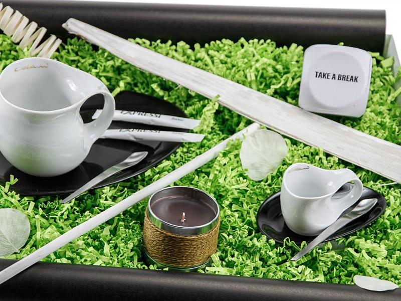 Geschenkbox 'Take a brake' mit Kaffeeduftkerze (Luigi Colani Designer Kaffeebecher + Luigi Colani Designer Espressissimotasse + Fragrance candle + Anti-Stress Würfel ) Christmasbox