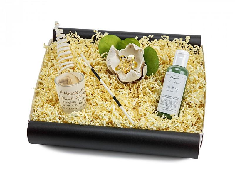 Babybox 181 (Duschbad Sir Henry für Kinder 150 ml + Teelicht mit liebevoller Aufschrift) von ideas in boxes