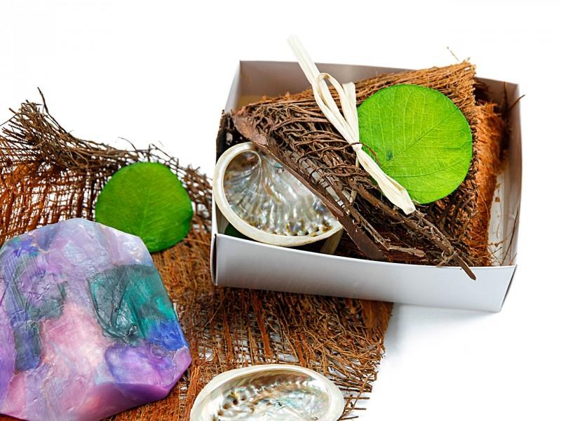 Kleines Seifen Geschenkset - Beautybox (SoapRocks antibakterielle Naturseife - hilft gegen Akne und Neurodermitis + Geschenkverpackung)