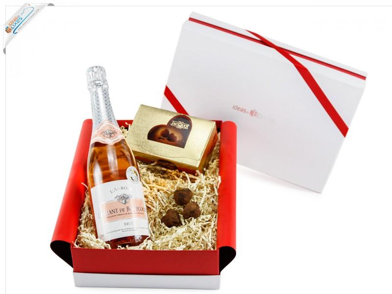 Liebessgeschenk mit Wein und Herz-Trüffelschokolade - Valentinstagsgeschenk