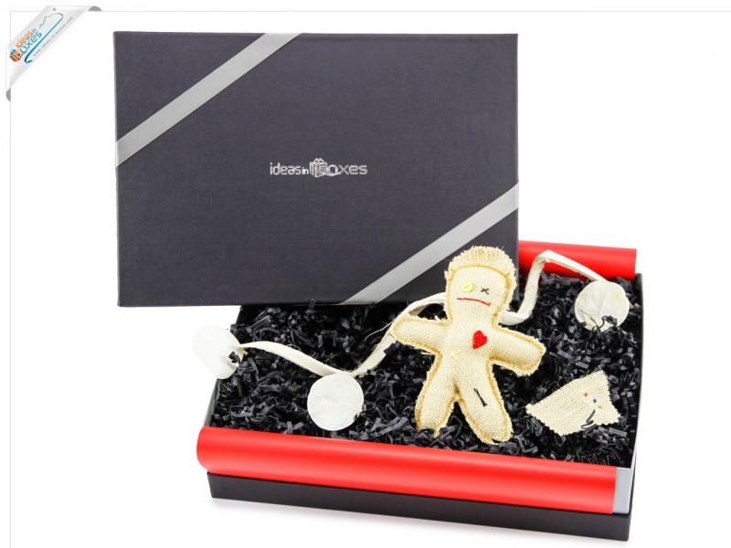 Geschenkbox Voodoo Puppe als Geschenkset - Schwarze Magie
